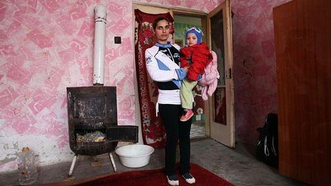 Éhezés és nyomor – Tiszaburán jártunk az Adománytaxival