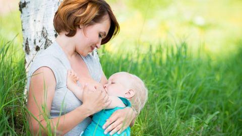 Tévhitek az anyatejről – szoptatás alatt így töltsd fel a vitaminraktáraidat!