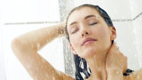 3 zuhanytrükk a ragyogóbb bőrért