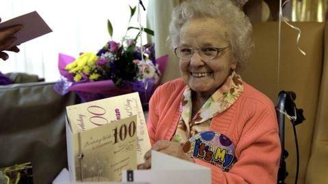 Káprázatosan néz ki a 100 éves nagyi