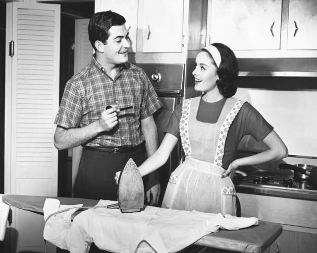 """""""Egy jó feleség mindig tudja, hol a helye"""" - Így éltek az '50-es évek mintafeleségei"""