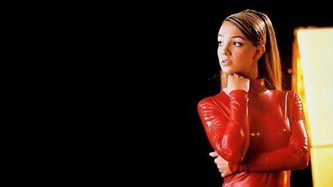 Britney Spears bikinis testétől a nap is kisüt