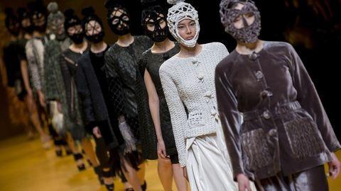 A kiegészítő, amiből reméljük, nem lesz divat: kötött arcmaszkok