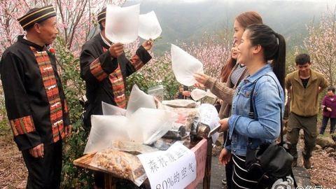 Friss hegyi levegőt árulnak a kínai falusiak