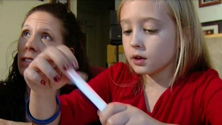 A nyolcéves Chrissyre emlőeltávolító műtét vár