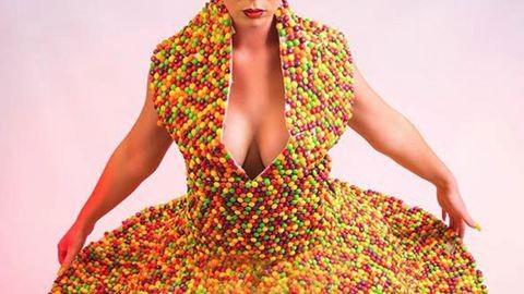 Csokidrazséból készült ruha tette milliomossá az anyukát