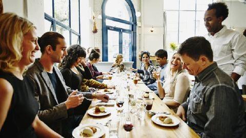 4 meglepő mód, ahogyan a környezeted befolyásolja az étkezésedet