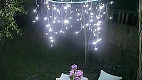 Csinálj csodás kerti dekorvilágítást a megunt hulahoppkarikádból