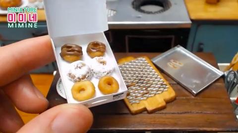 Így készülnek a körömnyi méretű fánkok – videó