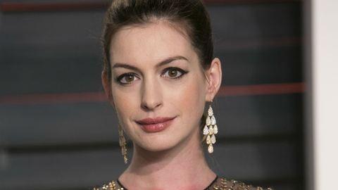 Megszületett Anne Hathaway első babája!