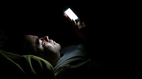Ezért ne a telefonoddal menj aludni!