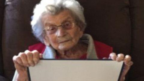 102 évesen diplomázott le az amerikai néni
