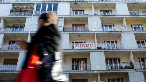 Új adóval sarcolnák a lakáskiadókat