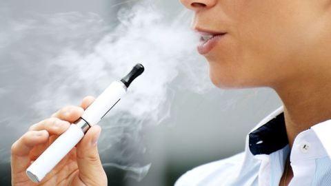 Az e-cigiző fiatal jó eséllyel dohányos lesz 1 éven belül