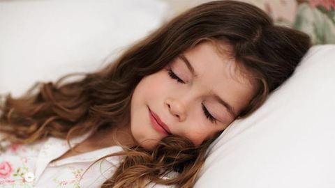 Húsz perccel több alvás máris növeli az iskolai teljesítményt