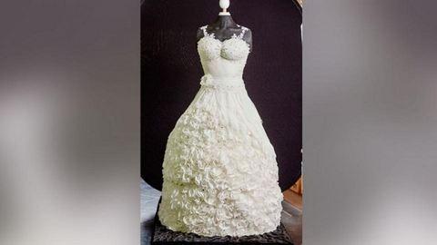 Meglepetést rejt a menyasszonyi ruha – az egyben az esküvői torta is!