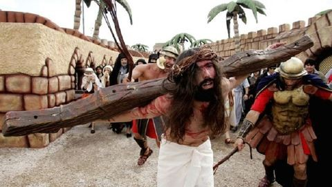 A világ első keresztény vidámparkjában naponta többször támad fel Jézus – képek
