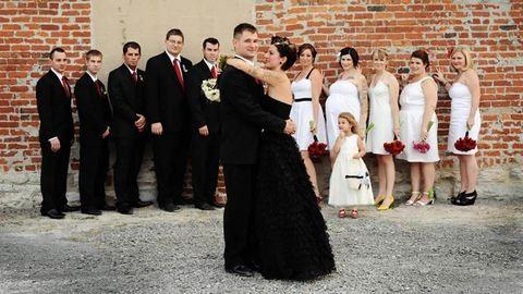 15 menyasszony, aki fekete ruhában ment férjhez – galéria