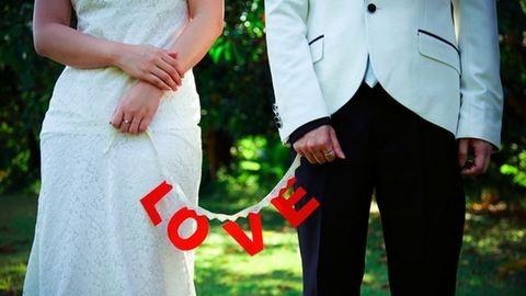A nemi betegségek hívhatták életre a monogámiát, nem a szerelem
