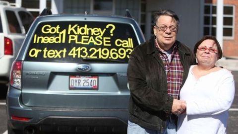 Autóra ragasztott hirdetéssel találtak vesedonort
