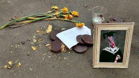 Csokis keksznek állítottak emléket az utcán – képek