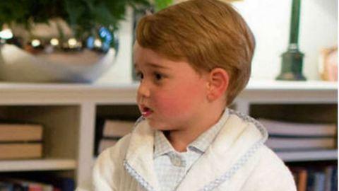 György herceg pizsamában fogott kezet Obamával