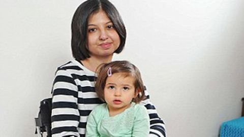 Lebénult szülés közben egy nő az érzéstelenítő miatt