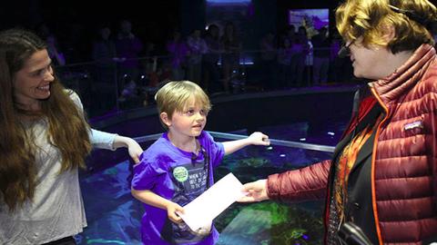Lemondott szülinapi ajándékáról a kisfiú, hogy segítsen a teknősökön