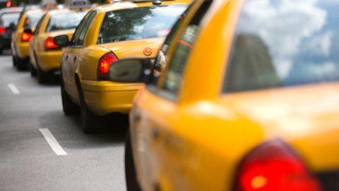 A jogsijukat is elveszíthetik az engedély nélkül taxizók
