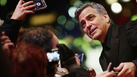 George Clooney 55 éves, a hollywoodi dívák pedig csekket küldenek neki