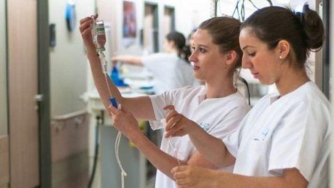 A szakdolgozók bérét kell a leggyorsabban emelni az egészségügyben