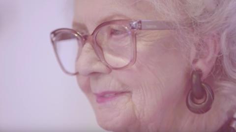 100 éves nő lett a Vogue legidősebb modellje