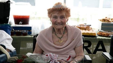 Megható fotók: szalagavatót rendeztek az idősek otthonában