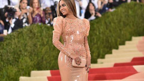 Beyoncé kotonruháján röhögnek a Met-gálán