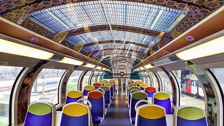 Káprázatosan újították fel a vonatkocsikat – képek