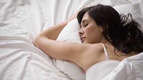 Ennyivel többet alszanak a nők a férfiaknál