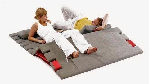 Szőnyeg, matrac és kanapé egyszerre