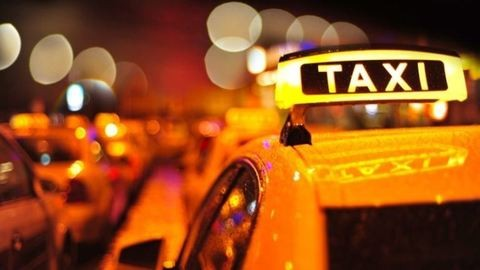 Kedden is lebénítják Budapestet a taxisok