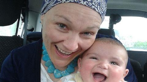 Pár nappal a szülés után tudta meg a friss kismama, hogy rákos