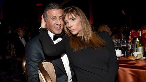 Sylvester Stallone és felesége 19 éve házasok – nem sokkal az esküvőjük előtt rondán szakítottak