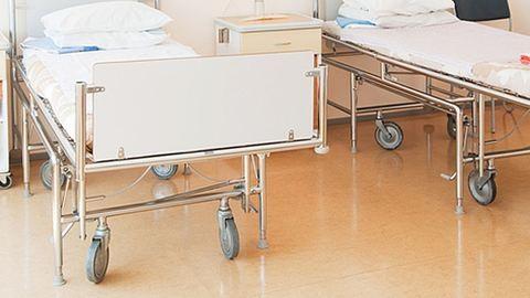 Beteget vert egy ápoló egy borsodi kórházban
