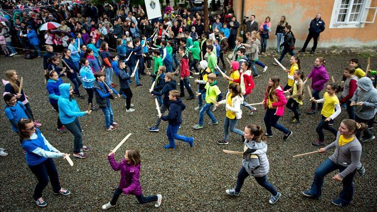 Több száz gyerek ostromolta meg az egri várat – fotók