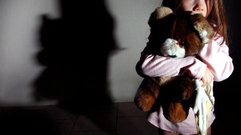 Szifilisszel fertőzte meg hároméves unokahúgát a férfi