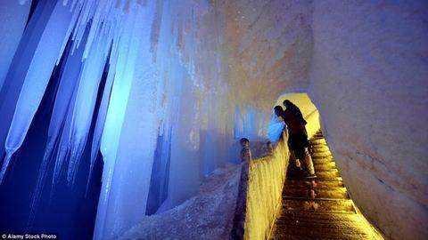 Ebben a barlangban valóság a Jégvarázs világa