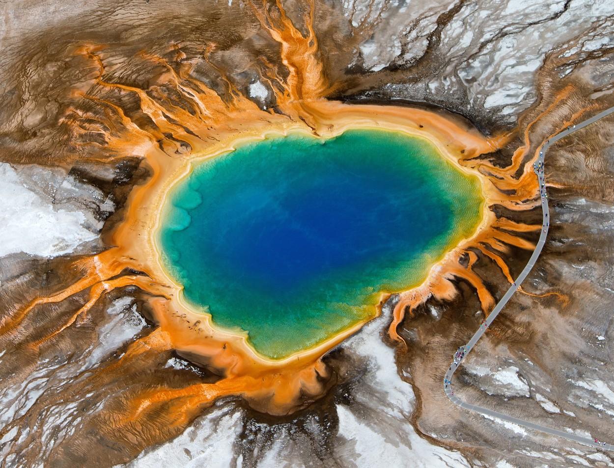 Szivárványszínű talaj, rózsaszín víz - 6 mesebeli hely, ami tényleg létezik a Földön