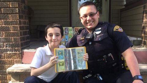 Megható dolgot tett a rendőr a meglopott kisfiúért