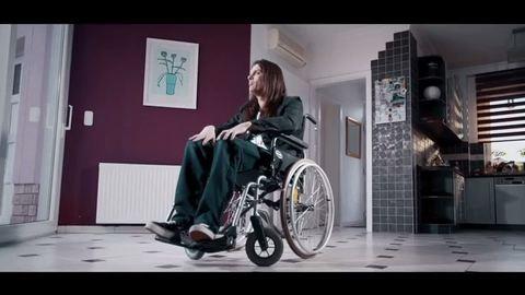 Megható dalban írta meg érzéseit az autoimmun betegségben szenvedő zenész – videó