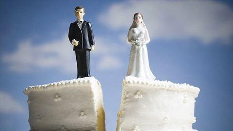 Bíróság tiltotta meg a 71 éves nagyinak, hogy hozzámenjen a 21 éves szeretőjéhez