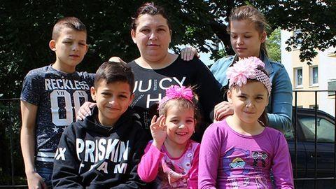 Meghalt a fia, utcára tehetik a nyolcgyerekes édesanyát
