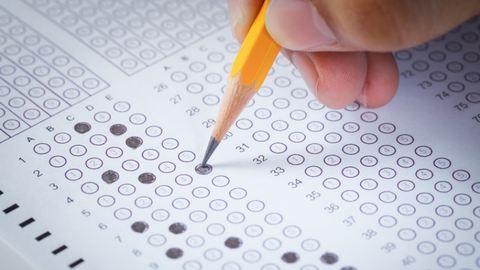 Országos kompetenciamérőt írnak ma a diákok